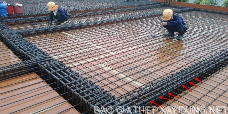 Thi công kết cấu thép bằng kẽm buộc 1 ly hay còn gọi là bô thép