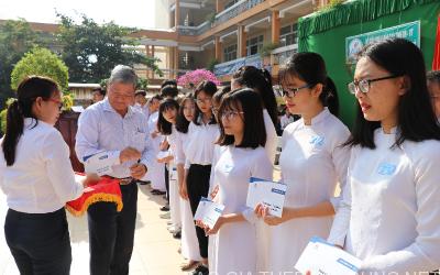 Trao 100 suất học bổng cho học sinh nghèo tại xã Phú Mỹ